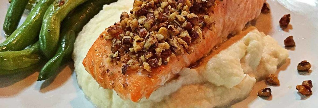 cauliflower puree with salmon and green beans